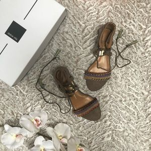NWOT DOLCE VITA AMY TAUPE SUEDE SANDALS 6.5